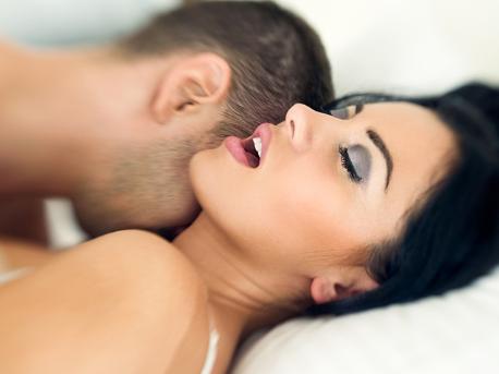 Не могу заниматься сексом из-за свекрови.